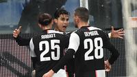 Bintang Cristiano Ronaldo bersama rekannya Adrien Rabiot dan Merih Demiral merayakan golnya ke gawang Sampdoria dalam lanjutan Liga Italia Serie A, Kamis (19/12/2019) dini hari WIB. Juventus menang 2-1. (Luca Zennaro/ANSA via AP)