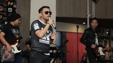 "Penampilan Penyanyi Judika seusai peluncuran album barunya yang berjudul ""JUDIKA"" di Jakarta, Rabu (26/4). Pada album baru tersebut berisikan 10 lagu dengan 2 singel untuk album ini ""Lebih dari Cinta"" dan ""I Love You"". (Liputan6.com/Herman Zakharia)"