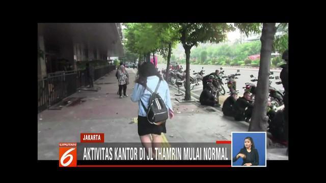 Usai aksi anarkistis massa pada 21 dan 22 Mei, para pegawai kantor di sekitar Bawaslu dan Jalan MH Thamrin mulai bekerja.
