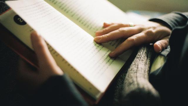 Membaca Buku