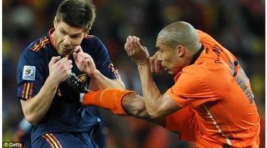 Akibat aksi brutal pemain tersebut, mereka pun dibenci oleh  pecinta bola bahkan oleh para sesama pemain itu sendiri.