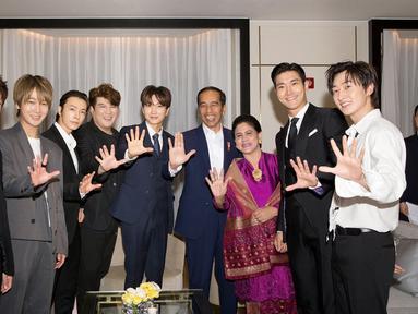 Presiden Republik Indonesia, Joko Widodo bertemu dengan Super Junior kala melakukan kunjungan ke Korea Selatan. (Twitter/SJOfficial)