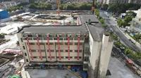 Gedung di Shanghai yang pindah ke lokasi baru dengan berjalan menggunakan 198 kaki robot (credit: Shanghai Evolution Shift Project)