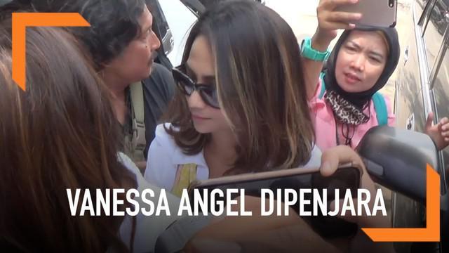 Vanessa Angel resmi mendekam di penjara. Dokter memastikan kesehatan Vanessa dalam kondisi yang baik.