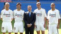 Presiden Real Madrid, Florentino Perez (tengah) bersama para legenda Los Galacticos. Dari kiri ke kanan: David Beckham, Luis Figo, Zinedine Zidane, dan Ronaldo Luís Nazário de Lima. (Real Madrid).