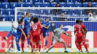 Ermin Bicakcic, kiri, mencetak gol pembuka pertandingan sepak bola Bundesliga Jerman antara TSG 1899 Hoffenheim dan Bayern Munich di Sinsheim, Jerman, Minggu, 27 September 2020. (Uwe Anspach / dpa via AP)