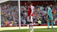 Penyerang Arsenal, Alexandre Lacazette berselebrasi usai mencetak gol ke gawang Tottenham Hotspur pada pertandingan Liga Inggris di stadion Emirates di London (1/9/2019). Arsenal bermain imbang 2-2 atas Tottenham. (AP Photo/Alastair Grant)