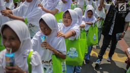 Anak-anak terdampak bencana tsunami di Pandeglang, Banten mengikuti rekreasi di Ancol Taman Impian, Jakarta, Selasa (26/2). Kegiatan itu digelar oleh PT Pembangunan Jaya Ancol Tbk bersama dengan Majelis Nasional Forhati. (Liputan6.com/Faizal Fanani)