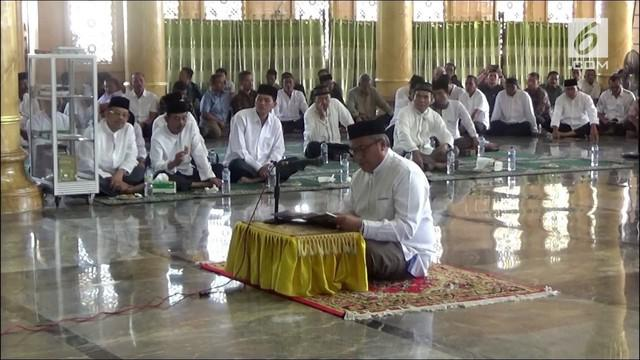 Bakal calon bupati Aceh Selatan diwajibkan harus bisa baca Al Quran. Syarat ini harus dilaksanakan sesuai peraturan KPU setempat.
