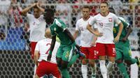 Ekspresi para pemain timnas Polandia setelah gawang mereka dibobol timnas Senegal pada laga penyisihan Grup H Piala Dunia 2018, Selasa (19/6/2018). Pada laga ini, Polandia menyerah 1-2 dari Senegal. (AP Photo/Eduardo Verdugo)