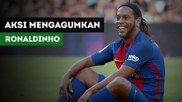 Ronaldinho membuat publik Camp Nou terhibur setelah mempermalukan Jesper Blomqvist.