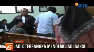 Agus Junaidi, adik kandung dari bos First Travel Andika Surachman tiba-tiba mundur dari daftar saksi saat persidangan akan dimulai. Belum diketahui secara pasti alasan Agus mengundurkan diri.