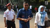 Sekjen Partai Demokrat Hinca Panjaitan saat tiba di rumah Prabowo Subianto di Kertangara, Jakarta, Jumat (28/6/2019). Prabowo mengumpulkan sekjen partai koalisi Adil Makmur untuk membahas beberapa hal usai putusan MK terkait sengketa Pilpres 2019. (Liputan6.com/Angga Yuniar)