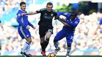 Eden Hazard mengakui kalau N'Golo Kante memiliki karakter bermain yang sama dengannya. (AFP/Justin Tallis)