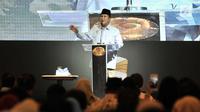 Calon presiden nomor urut 02 Prabowo Subianto memberi sambutan saat menghadiri peringatan Hari Disabilitas Internasional ke-26 di Jakarta, Rabu (5/12). Acara ini diikuti ratusan penyandang disabilitas. (Merdeka.com/Iqbal Nugroho)