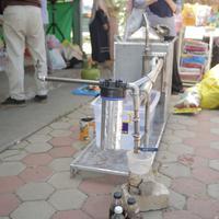 Di tangan Get Plastic, sampah plastik bisa berubah jadi bahan bakar minyak. (fotografer: Nurwahyunan/Fimela.com)