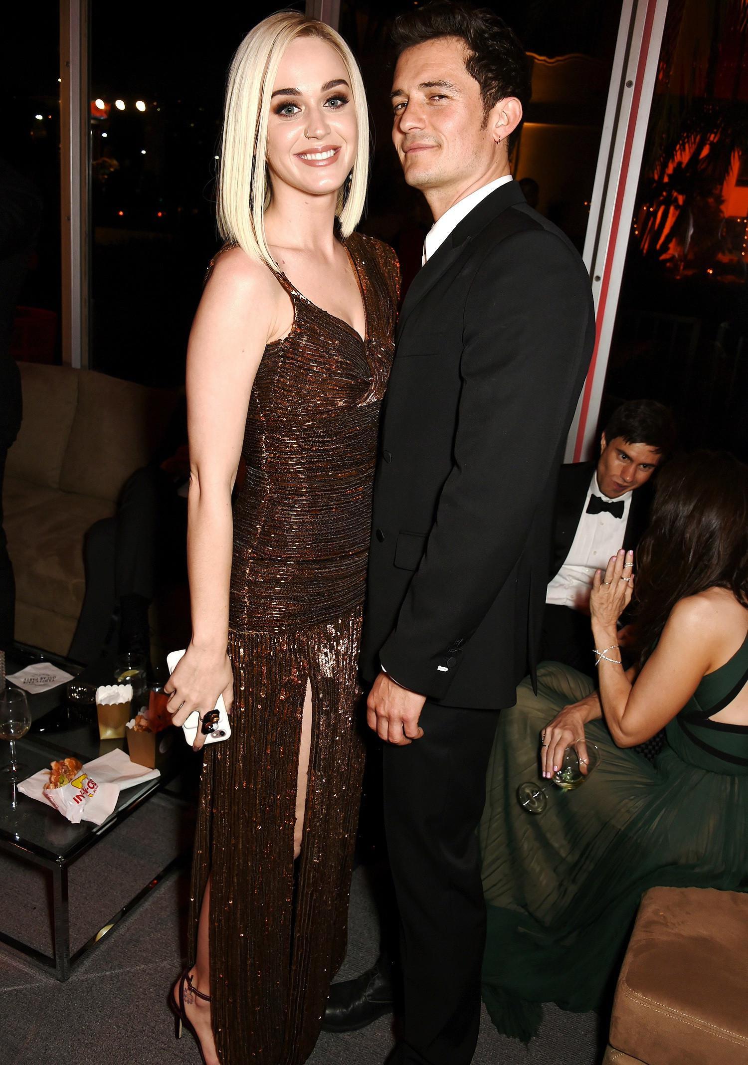 Katy Perry bersama Orlando Bloom, pria yang pernah menjadi kekaishnya (E!)