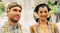 Indah Kalalo membagikan foto kenangan saat pernikahan dengan Justin Werner (Dok.Instagram/@indahkalalo/https://www.instagram.com/p/CFRG6gRAiSV/Komarudin)