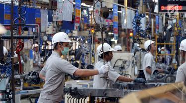 Aktifitas pekerja di pabrik PT. Inti Ganda Perdana di Kelapa Gading, Jakarta, Rabu (30/7/2019). Pabrik dibawah Grup Astra tersebut terus meningkatkan kualitas perusahaan dengan pembenahan dalam hal Quality, Cost, Delivery dan Development untuk meraih standar mutu Internasional. (Liputan6.com/HO/Eko)