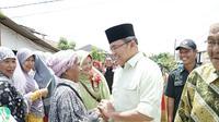 Cagub Sumsel Dodi Reza Alex Noerdin berjanji akan memfasilitasi perombakan bekas pabrik batu bata jadi tambak ikan di Palembang (dok. Timses Dodi-Giri / Nefri Inge)