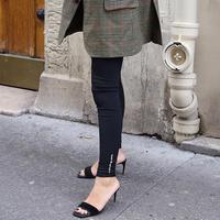 Tanpa terkesan membosankan, ini inspirasi gunakan legging yang bisa diadaptasi sehari-hari. (Foto: Zoereport)