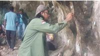 Tim arkeolog dari Universitas Udayana Denpasar, Bali  melakukan survei peninggalan arkeologi ukiran kuno atau relief yang  terpahat di dinding gua Liang Peung, Desa Hingalamamengi, Kecamatan  Omesuri, Kabupaten Lembata, NTT.