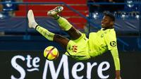 AC Milan resmi mendapatkan tanda tangan penyerang muda Lille, Rafael Leao, pada Kamis (1/8/2019). (AFP/CHARLY TRIBALLEAU)
