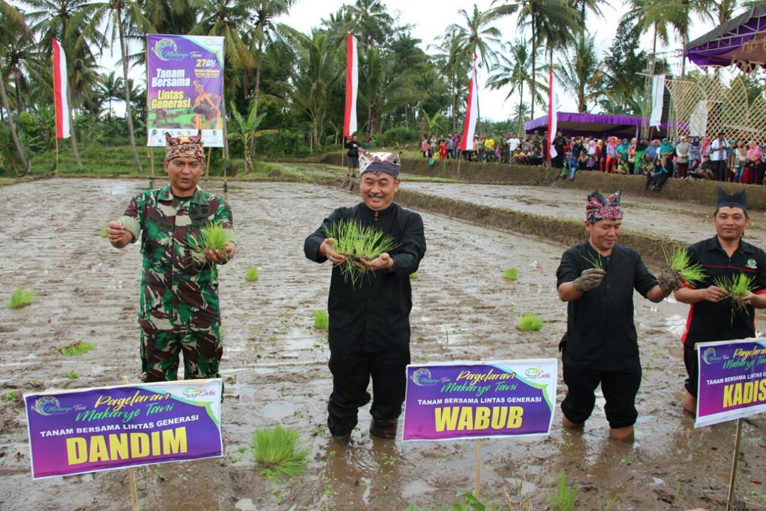 Pagelaran Makarya Tani di Dusun Pertapan, Desa Sragi, Kecamatan Songgon, Banyuwangi, Jatim. (Foto: Humas Pemkab Banyuwangi/Liputan6.com/Dian Kurniawan)