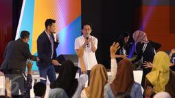 Direktur Marketing PT Sido Muncul Irwan Hidayat yang merupakan cucu pendiri Sido Muncul itu berbagi tips untuk ribuan peserta workshop Emtek Goes To Campus (EGTC) 2017 di Universitas Negeri Malang, Kamis (4/5). (Liputan6.com/Helmi Afandi)