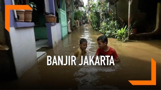 Hujan yang mengguyur Jakarta dan air kiriman dari Bogor membuat permukaan Kali Sunter meluar, akibatnya kawasan Cipinang Melayu terendam banjir setinggi 1 meter. Meski banjir warga tetap beraktivitas seperti biasa