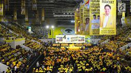 Suasana Kampanye Akbar Partai Golkar di Istora Senayan, Jakarta, Selasa (9/4). Kampanye Akbar Partai Golkar dihadiri ribuan kader dan simpatisan. (Liputan6 com/Angga Yuniar)