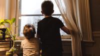 Ajari anak tentang uang sejak dini untuk lebih bijak mengelola uang di usia dewasa nanti. (Foto: Unsplash)