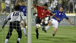 Pep Guardiola pernah mendapatkan empat bulan larangan bermain ketika kedapatan menggunakan Nandrolone ketika membela Brescia. Namun, tuduhan itu dibatalkan dan namanya dibersihkan kembali oleh Komite Olimpiade Nasional Italia pada 2009. (Foto: AFP/Sven Nackstrand)