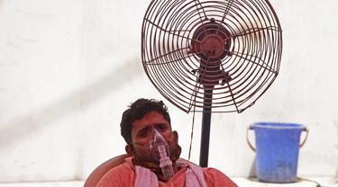 Warga India antre mendapatkan oksigen gratis