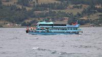 Situasi Danau Toba dalam proses evakuasi korban tenggelam KM Sinar Bangun pada hari ke-2. (dok. Otoritas Danau Toba/Reza Efendi)