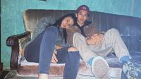 Bastian Steel kembali tersiar soal kisah cintanya. Setelah beberapa waktu lalu disebut berpacaran dengan Chelsea Islan, kini muncul nama  seorang wanita baru yang dikabarkan kekasih hati Babas. (Instagram/bastiansteel)