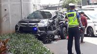 Mobil yang ditumpangi istri Irjen Pol Boy Rafli Amar ditabrak Bus Transjakarta.