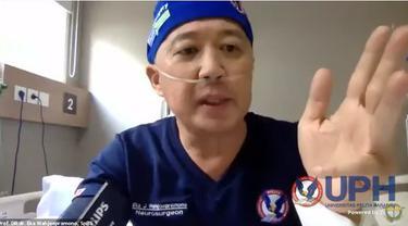 Pakar bedah saraf Profesor Eka Wahjoepramono untuk memberikan kuliah secara daring meski tengah dirawat karena COVID-19 (Tangkapan Layar Youtube HMFK UPH)