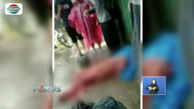 Terjang banjir berarus deras, seorang mahasiswi di Semarang yang tengah mengendarai motor jatuh dan tewas terseret air.
