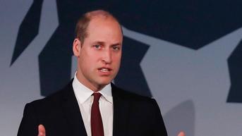 Pangeran William Pajang Foto Pangeran Philip dan Pangeran George di Ruang Kerjanya