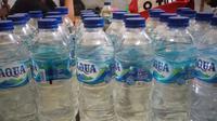 Dalam operasi ini, tim berhasil mengamankan 24 botol minuman keras (miras) cap tikus dari warung milik SA, warga Perum Yuka Aertembaga II, Kota Bitung, Sulut.