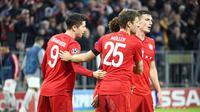Robert Lewandowski merayakan golnya buat Bayern Munchen ke gawang Olympiakos pada laga lanjuan Liga Champions, Kamis (7/11/2019). (Dok. Twitter/FCBayernMunchen)