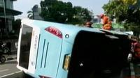 Diduga sopir mengantuk, bus Transjakarta koridor 6 Senen-Lebak Bulus terbalik. Selain itu, pelabuhan perikanan Muara Baru masih tergenang.
