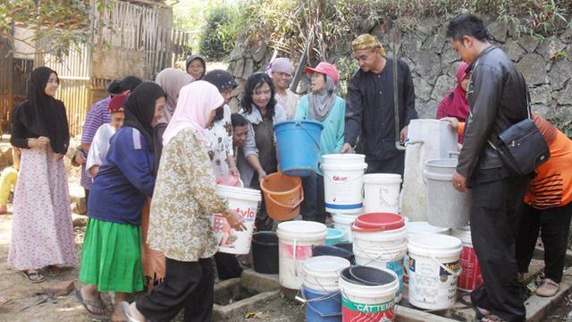 Kekeringan Warga Garut Gunakan Air Sawah Yang Keruh Citizen6