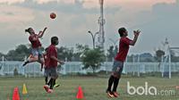 Aksi para pemain Pusamania Borneo FC saat  berlatih jelang laga Final Piala Presiden 2017 di Stadion Pakansari, Bogor, (9/3/2017). (Bola.com/Nicklas Hanoatubun)