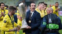 Unai Emery benar-benar meraih gelar keempat Liga Europa bersama Villarreal. Dalam laga final yang digelar di Gdansk Stadium, Polandia, 26 Mei 2021, Villarreal mengalahkan favorit juara Manchester United melaui melalui adu penalti dengan skor 12-11. (AFP/Michael Sohn/Pool)