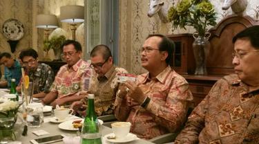 Dubes RI untuk Singapura Ngurah Swajaya (kedua dari kanan) saat menjelaskan fungsi 'Kartu Pekerja Indonesia di Singapura' (KPIS) (Rizki Akbar Hasan/Liputan6.com)