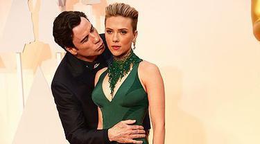Scarlett Johansson dan John Travolta