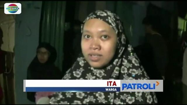 Kondisi rumah porak poranda, ratusan warga yang terkena dampak terjangan angin puting beliung di Bogor Selatan terpaksa mengungsi.