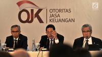 Kepala Eksekutif Pengawas Perbankan Otoritas Jasa Keuangan (OJK) Heru Kristiyana (tengah) memberi keterangan terkait paket kebijakan untuk peningkatan ekspor dan perekonomian nasional di Jakarta, Rabu (15/8). (Merdeka.com/Iqbal Nugroho)